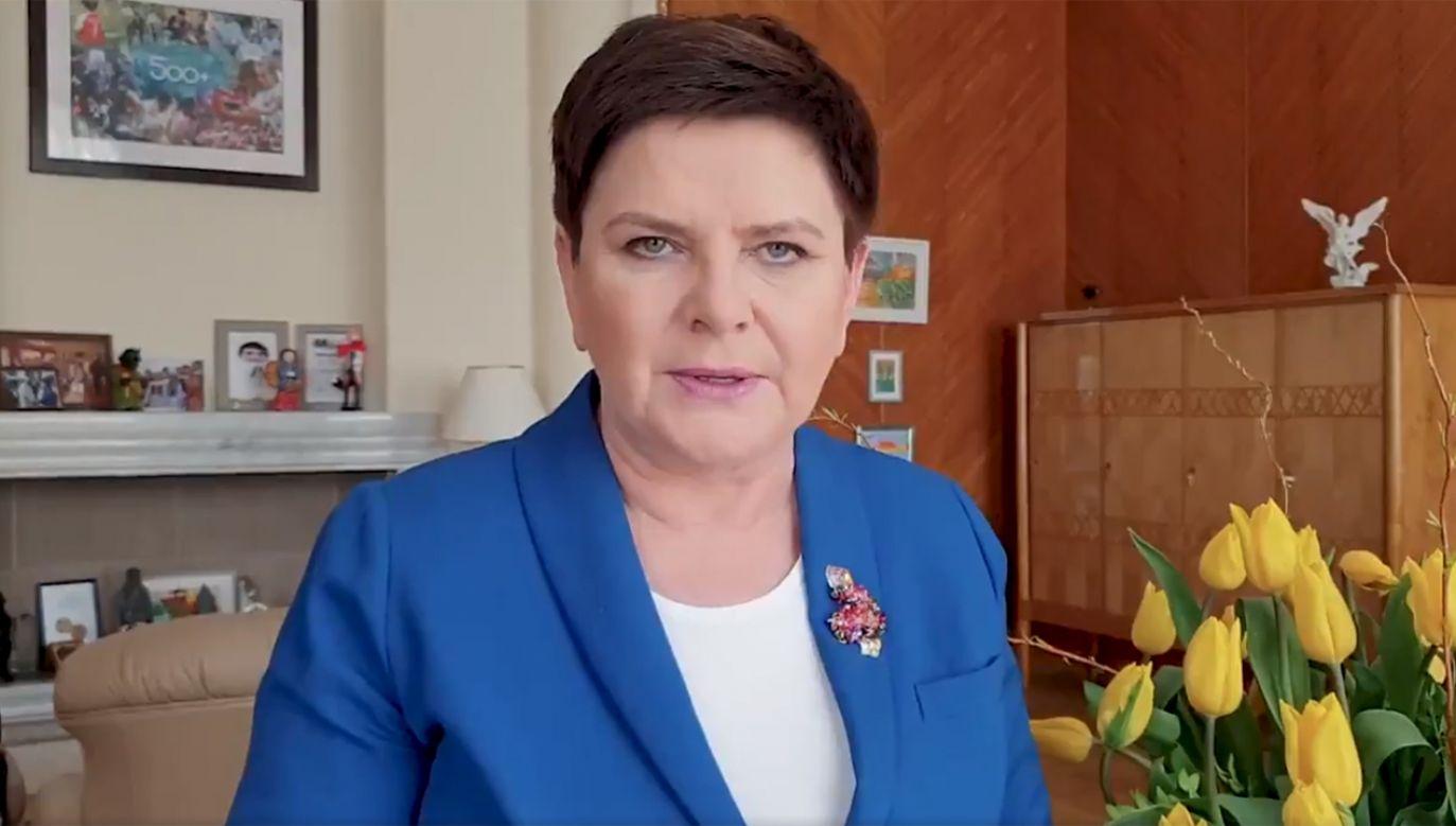 Wicepremier Beata Szydło złożyła Polakom życzenia świąteczne na Twitterze.
