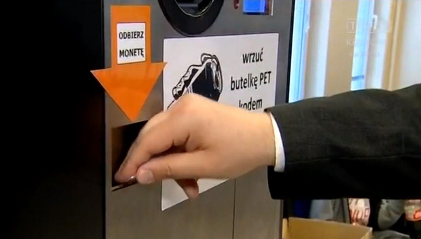 Automaty skupujące plastik to standard Niemczech czy Norwegii (fot. TVP3 Kraków)