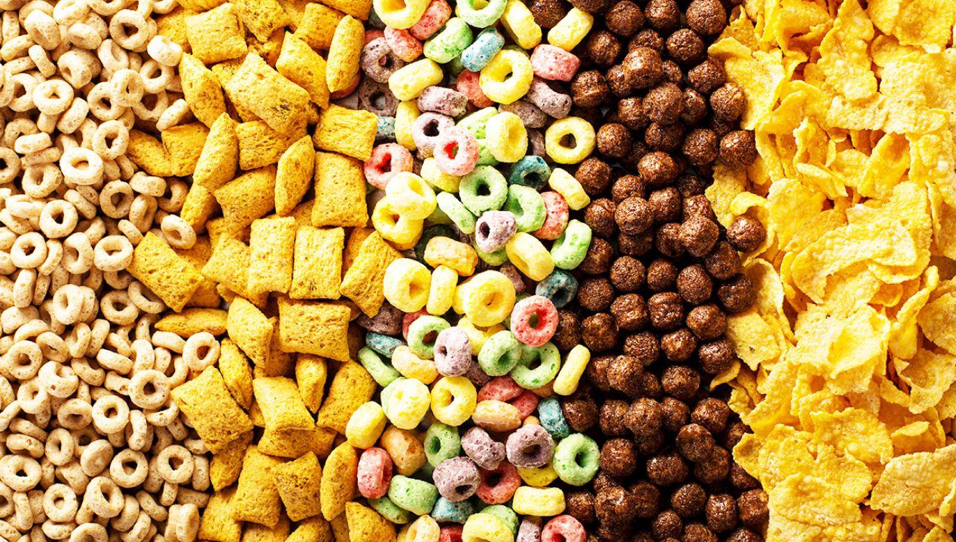 Gotowe produkty, o których myślimy, że są zdrowe, mogą zawierać sporo cukru (fot. Shutterstock/Elena Veselova)