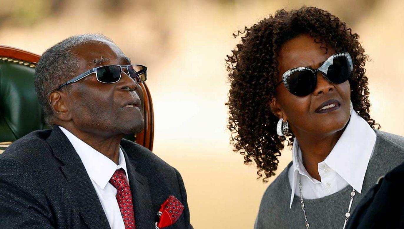 56-letnia Grace Mugabe i jej 95-letni mąż Robert Mugabe (fot. REUTERS/Siphiwe Sibeko)