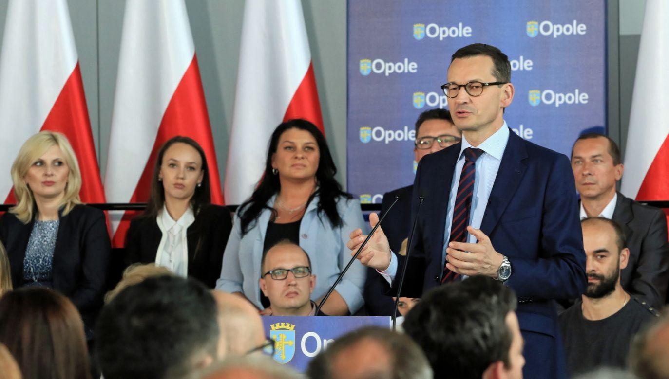 Premier Mateusz Morawiecki podczas spotkania z mieszkańcami Opola (fot. PAP/Krzysztof Świderski)