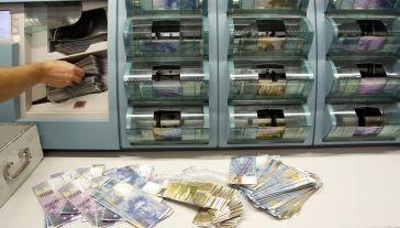 Projekt prezydencki zakłada stopniowe przewalutowanie niezłotowych hipotek w ramach dobrowolnych negocjacji klientów z bankami (fot. REUTERS/Arnd Wiegmann)