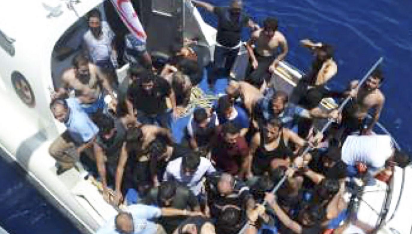 Ponad 100 osób udało się uratować (fot. PAP/EPA/TURKISH COAST GUARD)