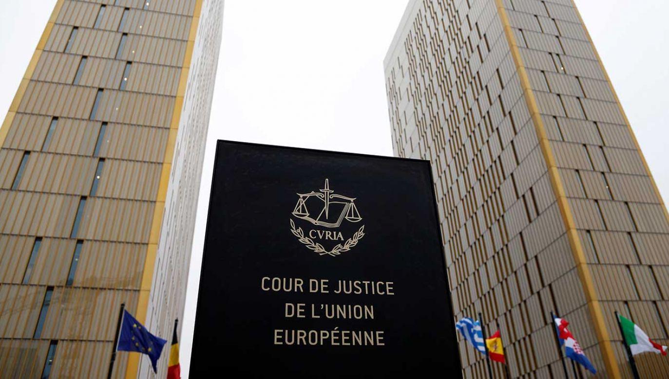 Trybunał poinformował, że uwzględnił złożony przez Komisję Europejską wniosek o zastosowanie środków tymczasowych (fot. REUTERS/Francois Lenoir)