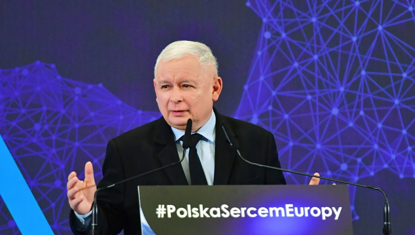 Na wstępie spotkania przypomniano deklarację Platformy Obywatelskiej, ogłoszoną w Krakowie przed referendum ws. wejścia Polski do Unii Europejskiej (fot. PAP/Marcin Bielecki)
