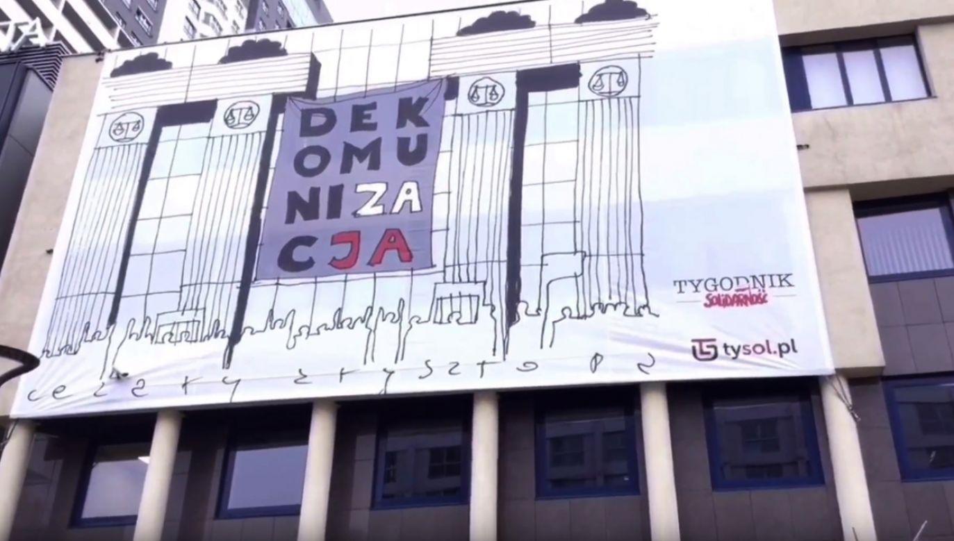 Na siedzibie redakcji pojawił się kilkudziesięciometrowy baner (fot. YT/Tysol Pl)