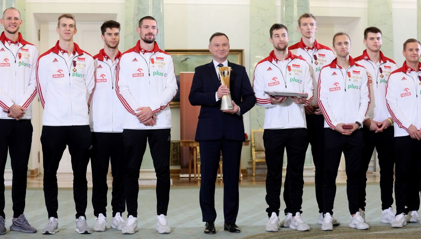 The president of Poland Andrzej Duda decorated the defenders of the Volleybal World Championship. Photo: PAP/Leszek Szymański