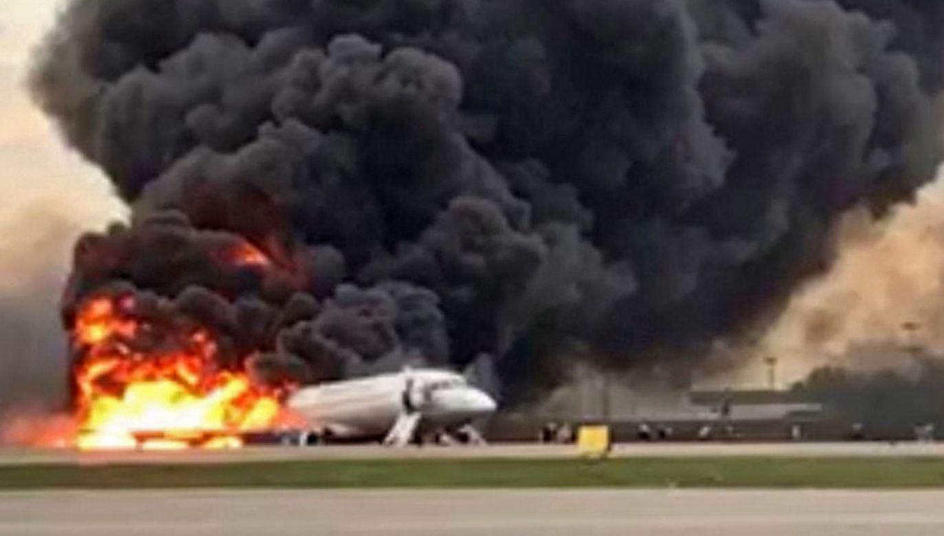 SSJ-100 lecący z Moskwy do Murmańska awaryjnie lądował 5 maja na lotnisku Szeremietiewo (fot. PAP/EPA/Russian Investigative Committee)