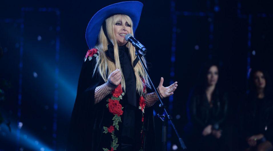 """Maryla w piosence """"Sing-sing"""" zachwyciła kolejną kreacją z okazałym kapeluszem (fot. TVP)"""