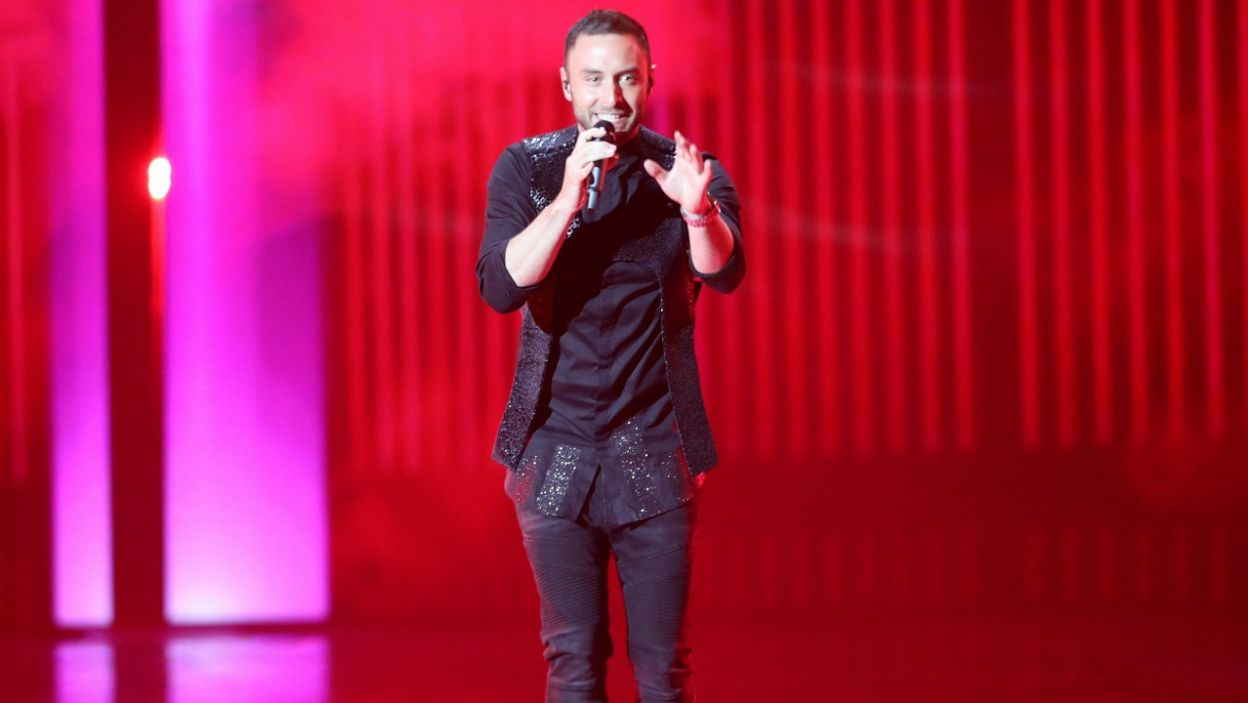 """Szwed Måns Zelmerlöw zaśpiewał utwór """"Fuego"""", z którym reprezentująca Cypr Greczynka Eleni Foureira zajęła drugie miejsce miejsce w finale Eurowizji w 2018 roku (fot. PAP/EPA)"""
