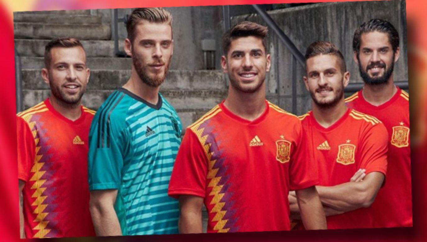 W takich koszulkach ma zagrać reprezentacja Hiszpanii podczas finałów MŚ w Rosji (fot. TT)