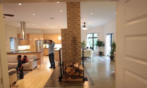 """Pickering, luksusowy """"zielony dom"""" – zdrowy i ekologiczny – Jasona Uhera i Michelle Boodhoo. Fot. Rene Johnston / Toronto Star via Getty Images"""