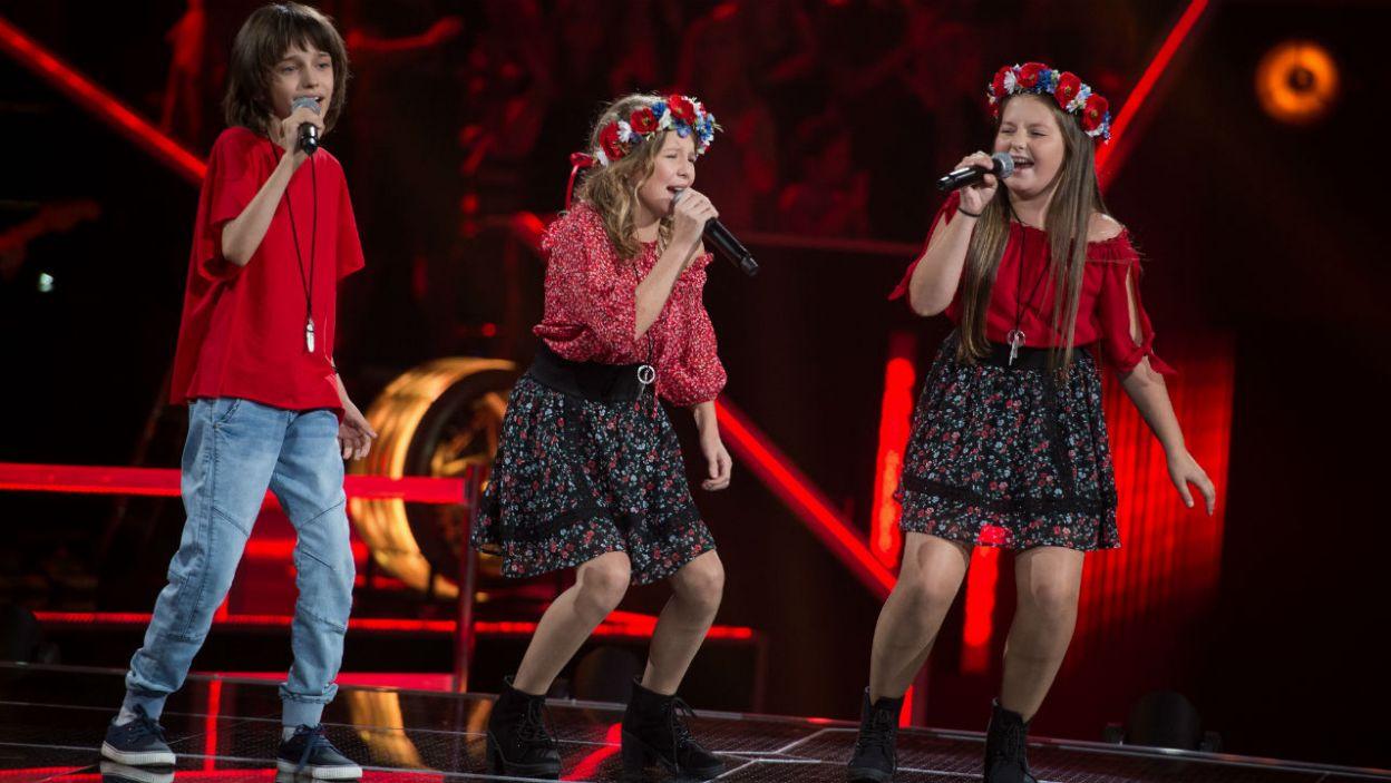 – Najmłodsi, ale za to z wielkimi głosami – tak Cleo zapowiedziała występ Bartka, Oliwii i Natalii. Jak wypadli? (fot. J. Bogacz/TVP)