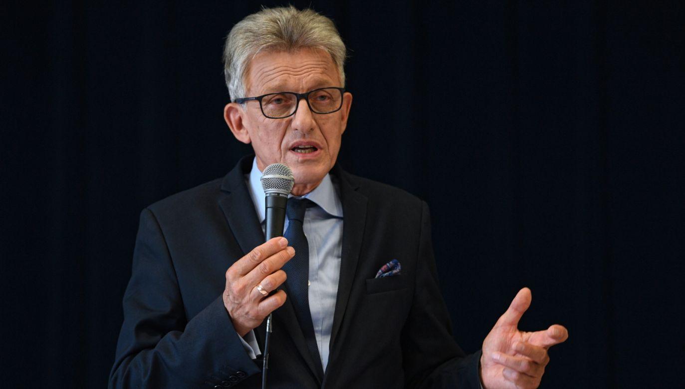 Stanisław Piotrowicz podczas spotkania z mieszkańcami Bojanowa (fot. PAP/Darek Delmanowicz)