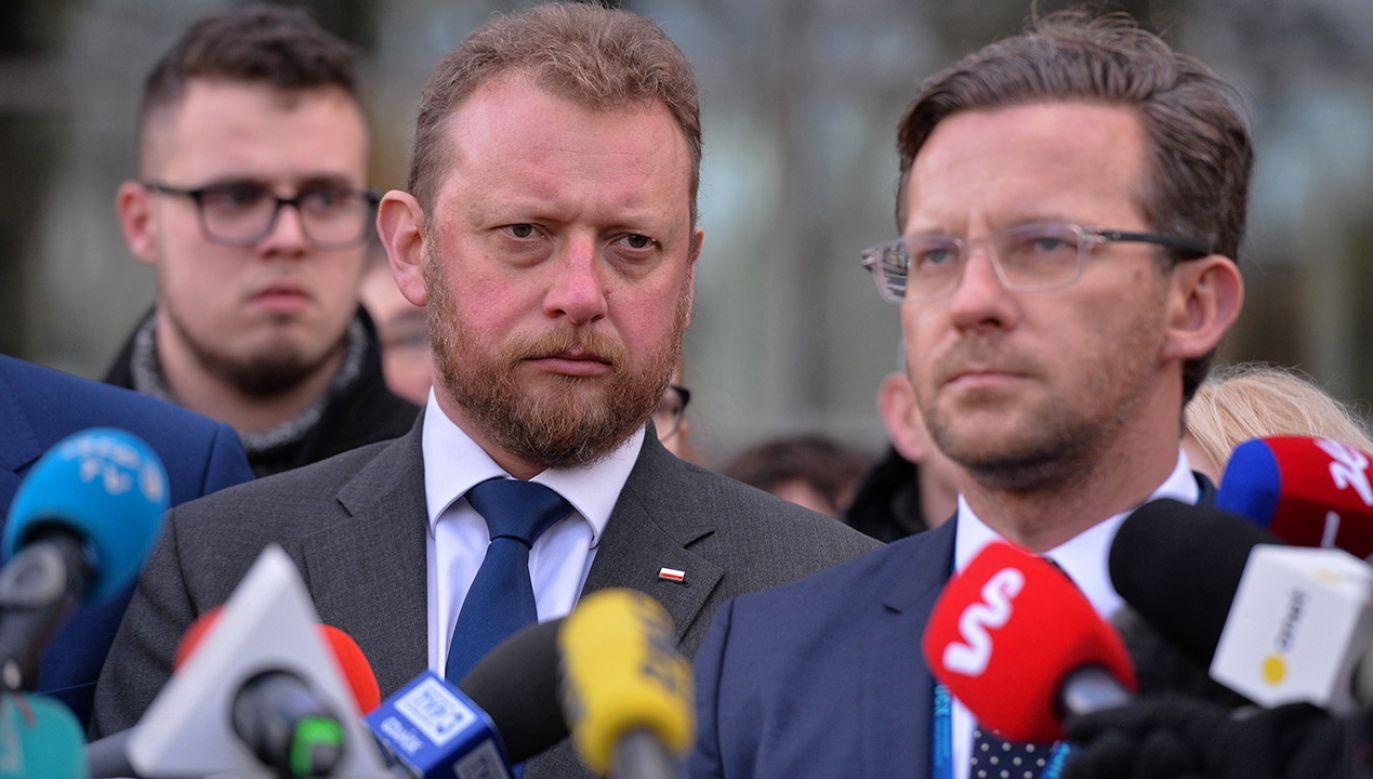 Dyrektor ds. lecznictwa dr hab. Tomasz Stefaniak (P) i minister zdrowia Łukasz Szumowski (L) (fot. PAP/Jan Dzban)