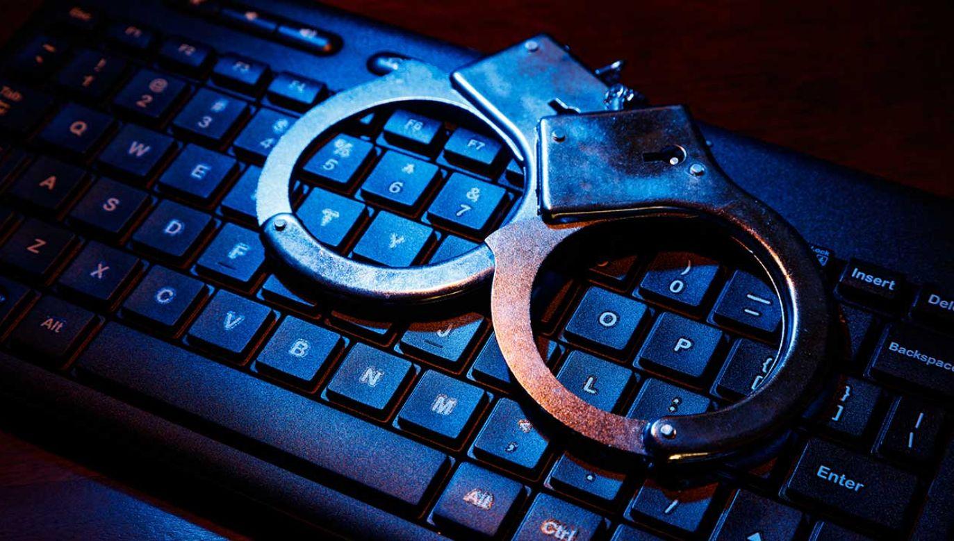 Sąd skazał oskarżonego na karę łączną 10 lat pozbawienia wolności (fot. Shutterstock/Feng Yu)