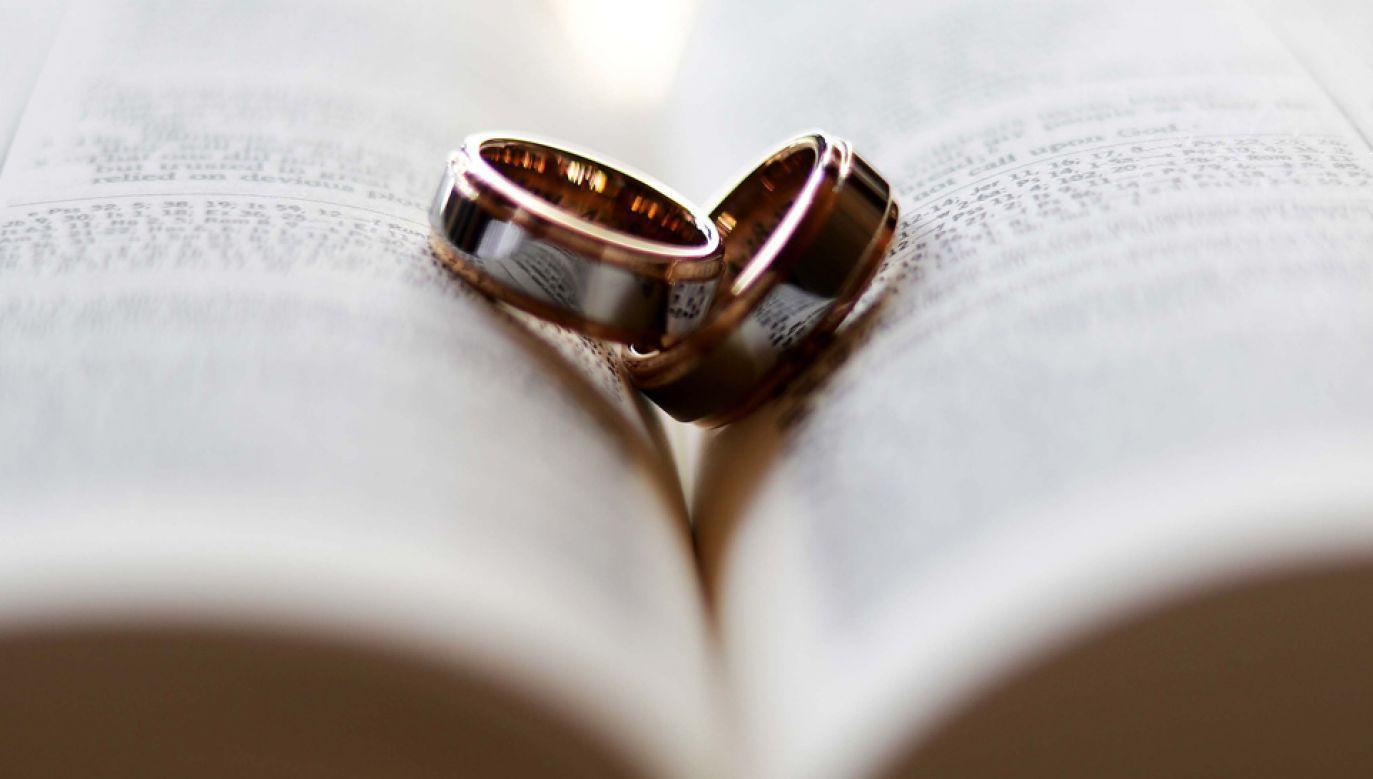 Celem debaty jest też wskazanie metod wspierania małżeństwa w kryzysie  (fot. Pixabay/jeffbalbalosa)