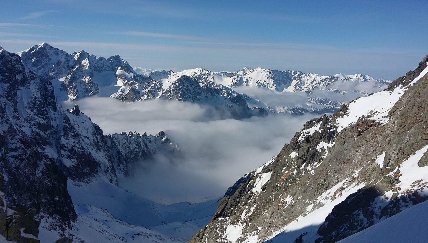 Na szlakach powyżej schronisk w wielu miejscach zalega spora warstwa zmrożonego i bardzo twardego śniegu (fot. pixabay.com/radoslavnoska)
