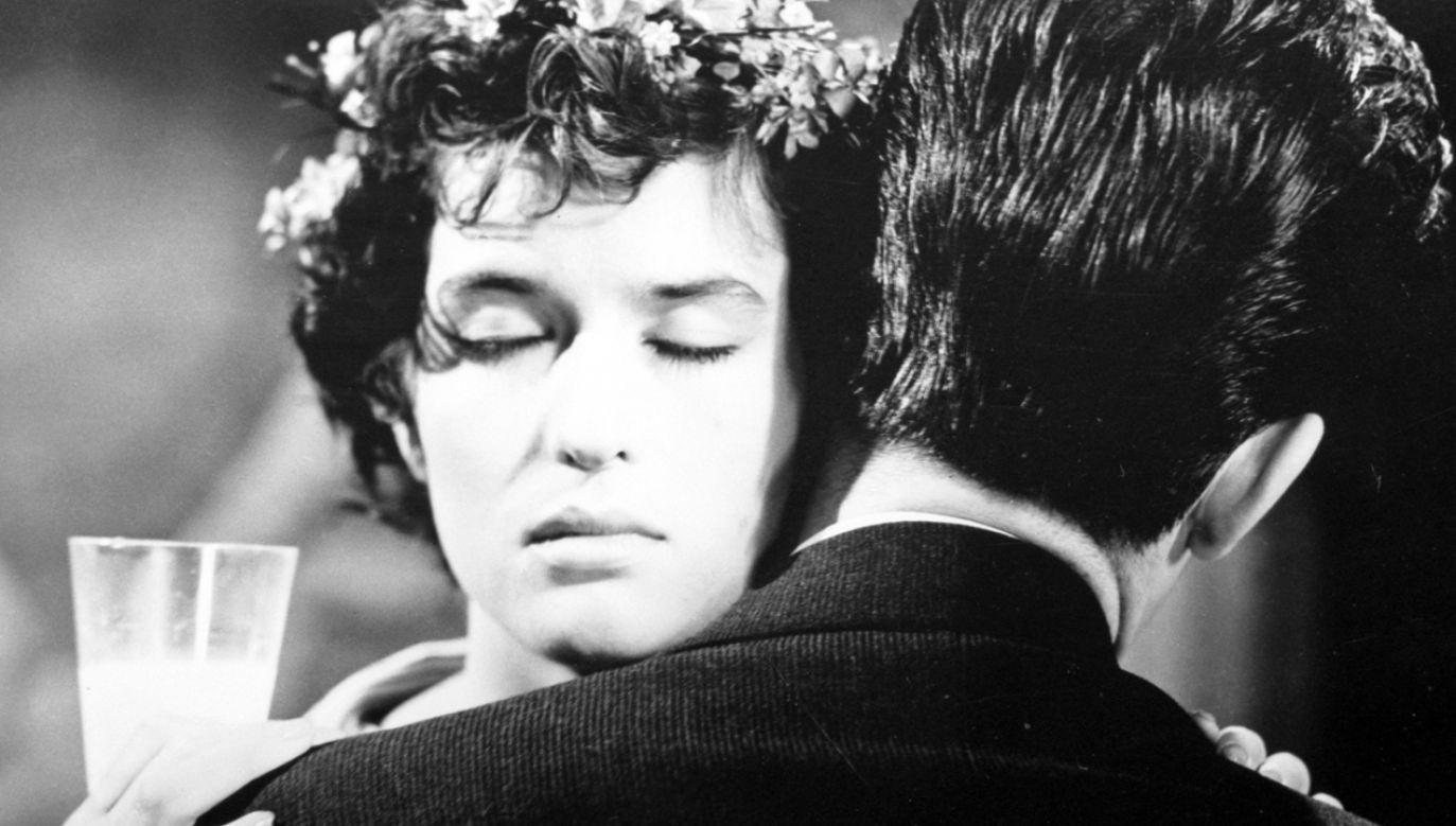 """Maria Wachowiak na dużym ekranie zadebiutowała  (1958) w """"Pożegnaniach"""" w reż. Wojciecha Jerzego Hasa, u boku Tadeusza Janczara  (fot. TVP)"""