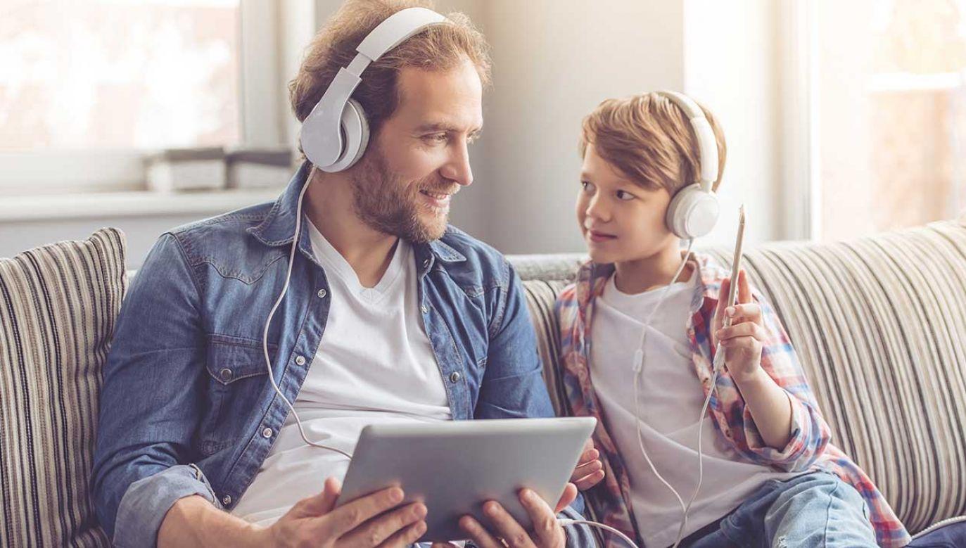 Przy cichych i spokojnych melodiach jesteśmy bardziej skorzy wybrać coś zdrowego (fot. Shutterstock/George Rudy)