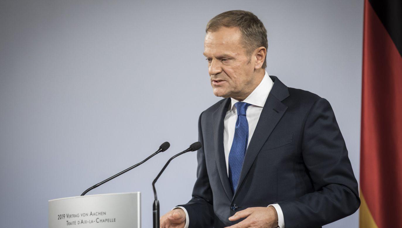 Zdaniem posła PiS Arkadiusza Mularczyka, Donald Tusk jest winny stanu polskiego sądownictwa (fot. Florian Gaertner/Photothek via Getty Images)