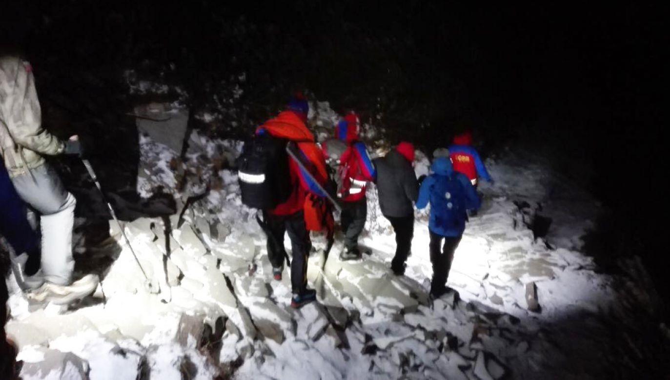 Odnalezieni bardzo późno wyszli na szczyt i zastała ich noc (fot. facebook/ GOPR Beskidy)