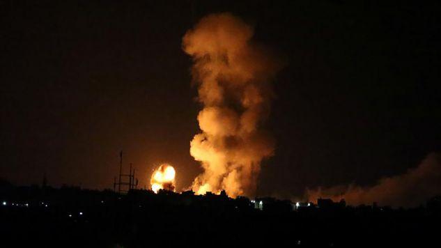 Wśród czterech ofiar izraelskich nalotów trzy osoby to bojownicy Hamasu (fot.  REUTERS/Ibraheem Abu Mustafa)