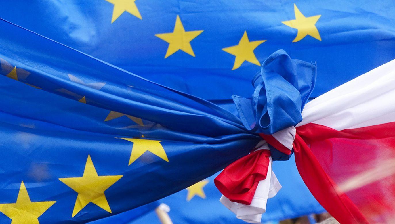 Badanie wykazało znaczne poparcie Polaków dla członkostwa w Unii Europejskiej (fot. Shutterstock/Wiola Wiaderek)