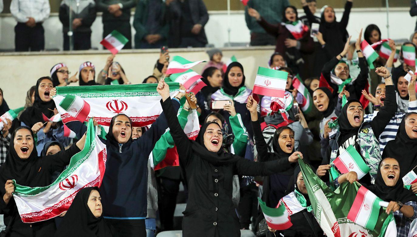Od czasu zwycięstwa w Iranie rewolucji islamskiej w 1979 r. kobiety nie mogą przebywać na stadionach (fot. PAP/EPA/ABEDIN TAHERKENAREH)