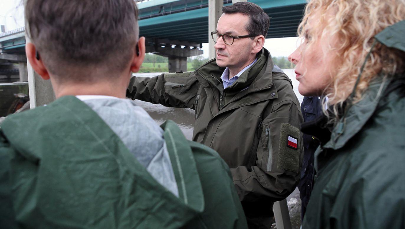 Premier Mateusz Morawiecki wizytuje Stopień Wodny Kościuszko, jeden z elementów kaskady Górnej Wisły (fot. PAP/Łukasz Gągulski)