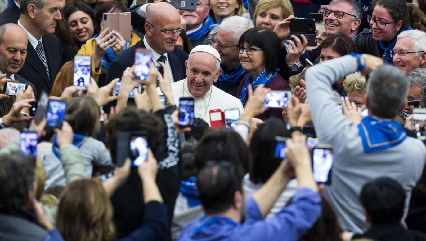 Papiez Franciszek spotkał się z włoskimi spółdzielcami (fot. PAP/EPA/ANGELO CARCONI)
