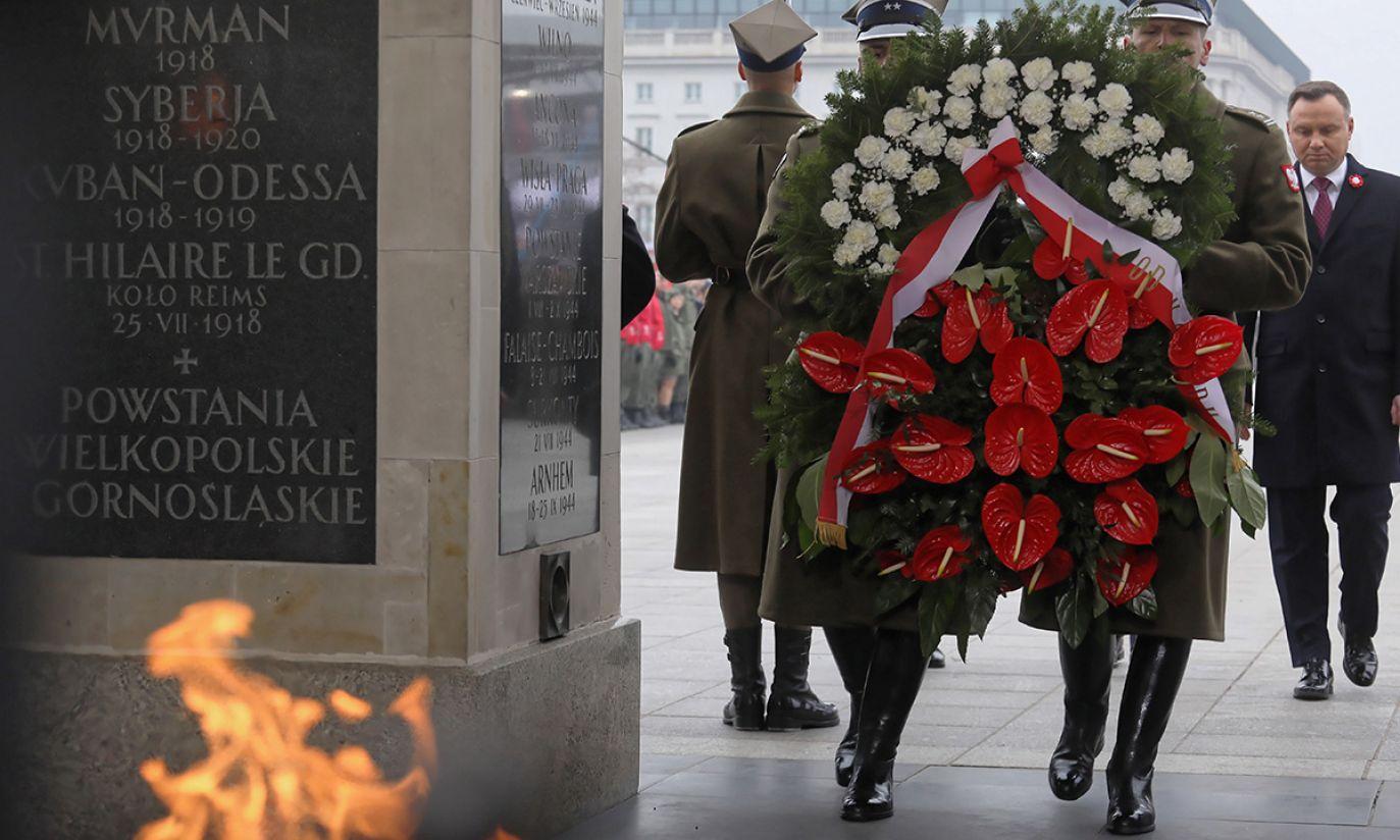 Prezydent RP Andrzej Duda składa wieniec na Grobie Nieznanego Żołnierza, w ramach obchodów Święta Niepodległości (fot. PAP/Paweł Supernak)