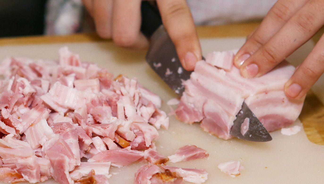 Spożywanie trzech plasterków bekonu dziennie zwiększa ryzyko tego nowotworu o 20 proc. (fot. Shutterstock/Lapina)