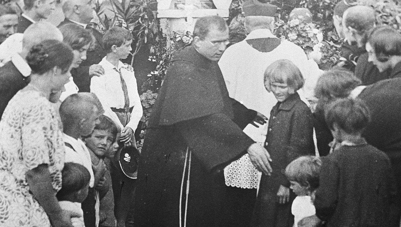 Ojciec Maksymilian Kolbe podczas uroczystości we franciszkańskim klasztorze (fot. arch. PAP/Caf - Archiwum)