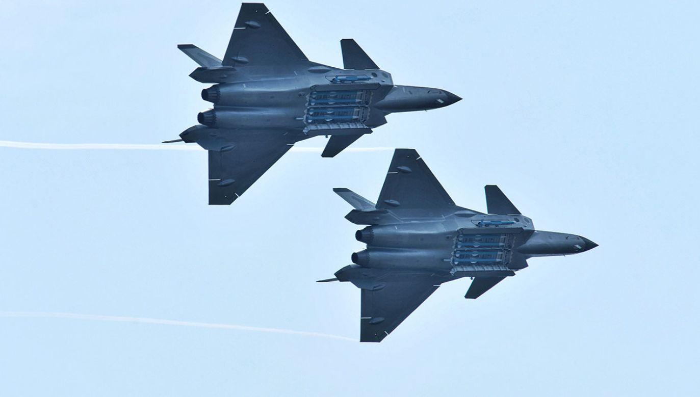 W chińskim mieście Zhuhai odbyły się pokazy lotnicze, podczas których główną gwiazdą był myśliwiec J-20 (fot. REUTERS/Stringer)