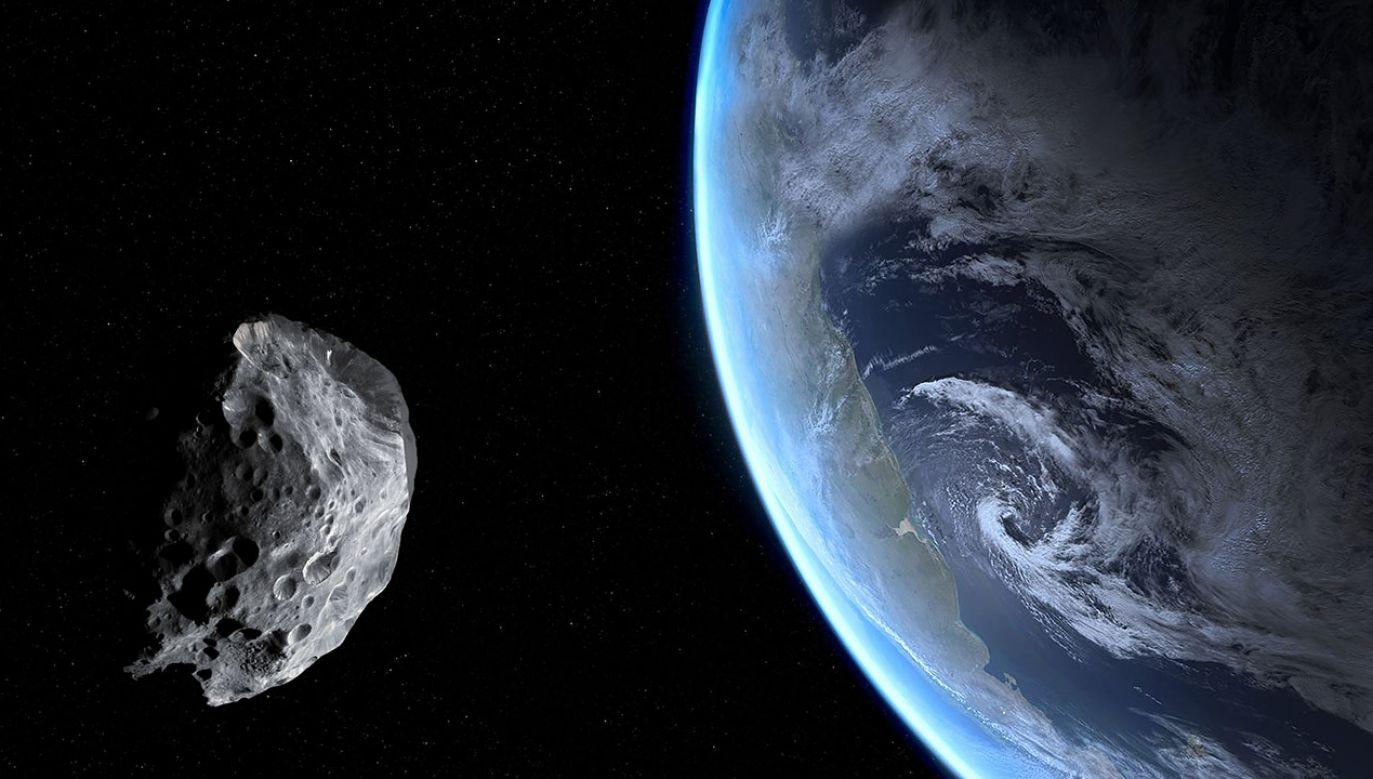 Największy z tych kosmicznych obiektów ma 30 metrów szerokości (fot. Shutterstock/Dima Zel)