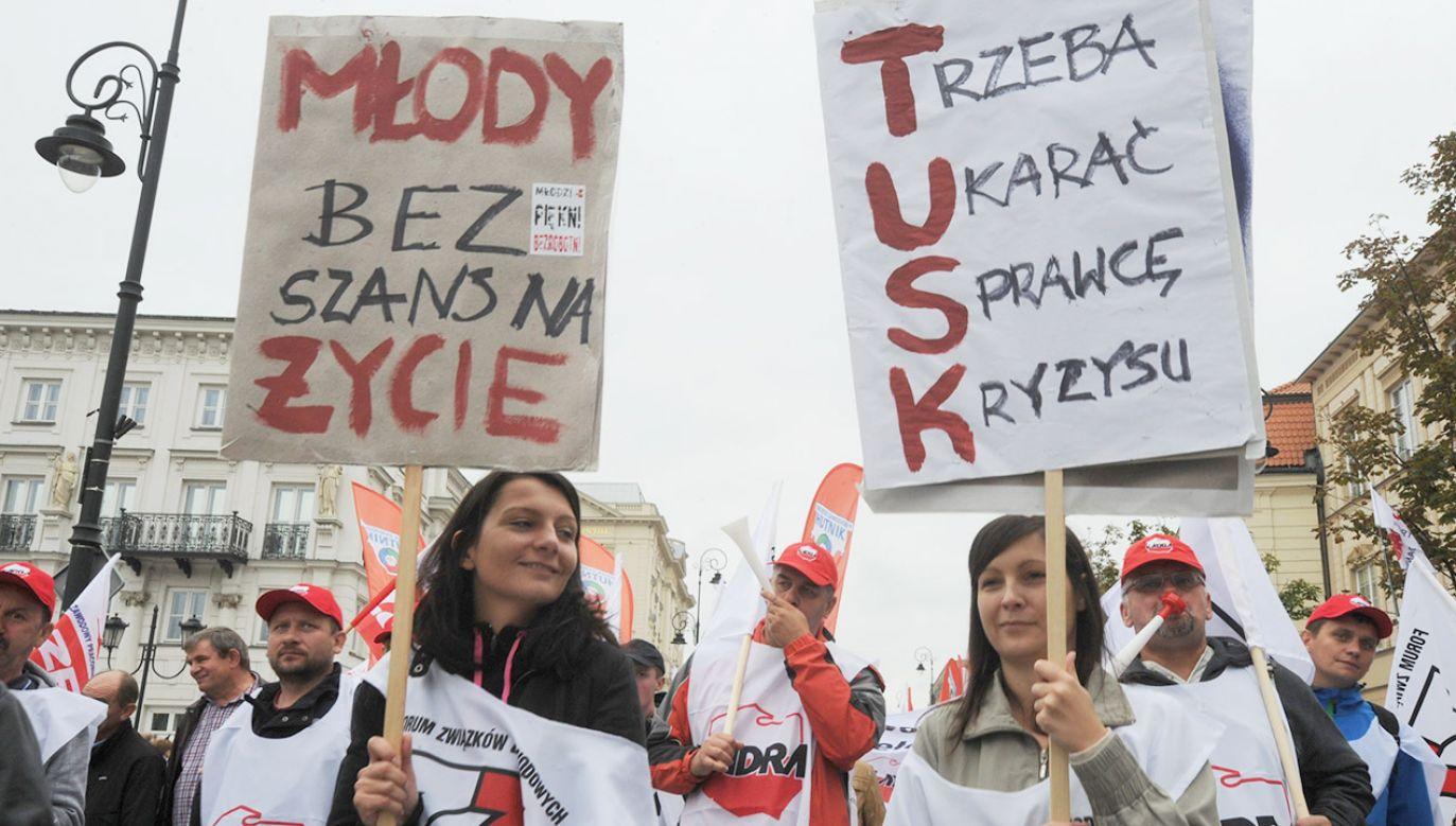 """Andruszkiewicz stwierdził, że jeśli opozycja dojdzie do władzy """"zamiast podwyżek, będzie znów policja, gaz i gumowe kulki"""" (fot. arch.PAP/Grzegorz Jakubowski)"""