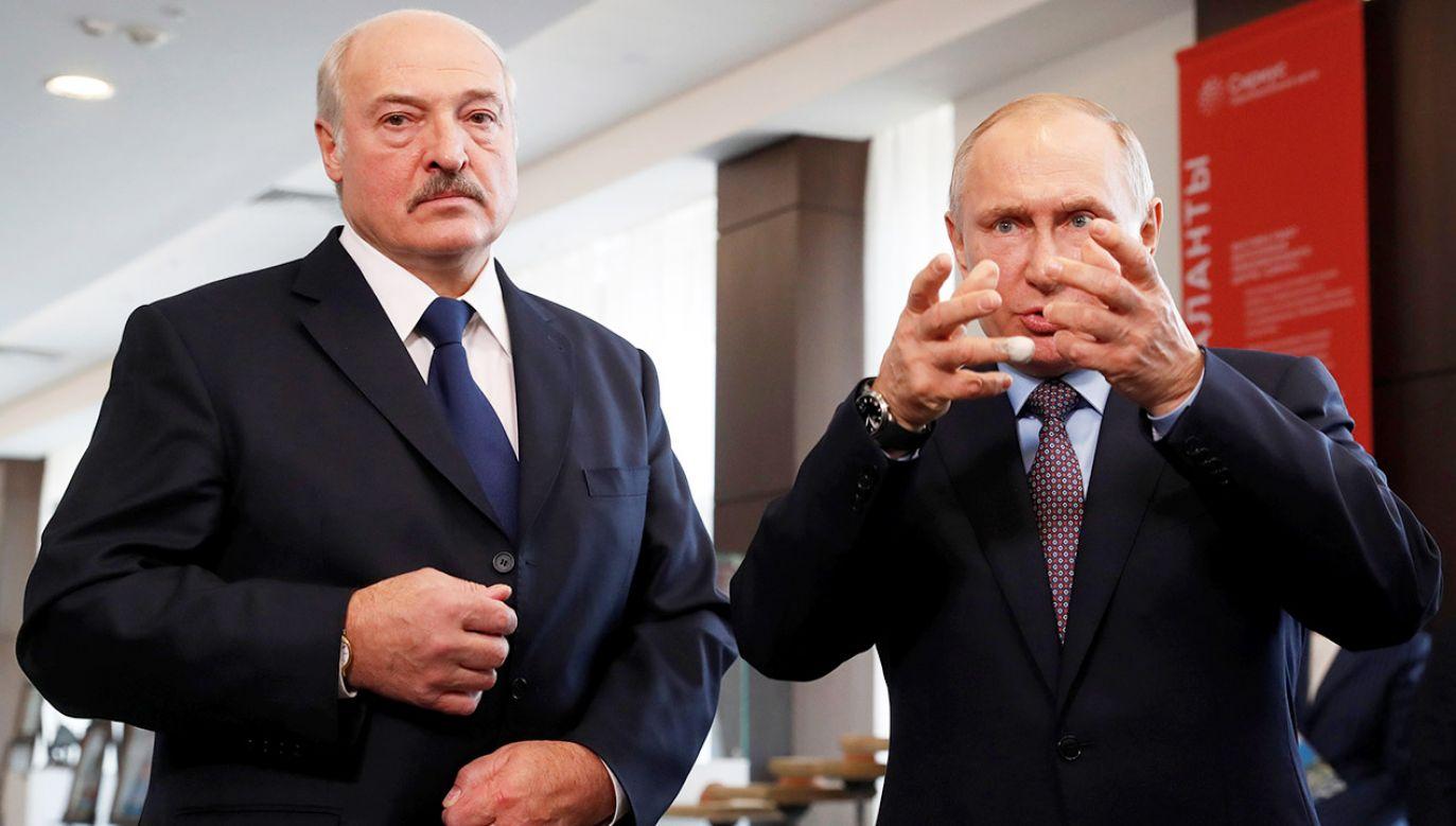 Prezydent Łukaszenka (L; na zdjęciu z prezydentem Putinem) porównał rosyjskie ograniczenia dotyczące białoruskiego eksportu do sankcji  (fot. Sergei Chirikov/Pool via REUTERS)