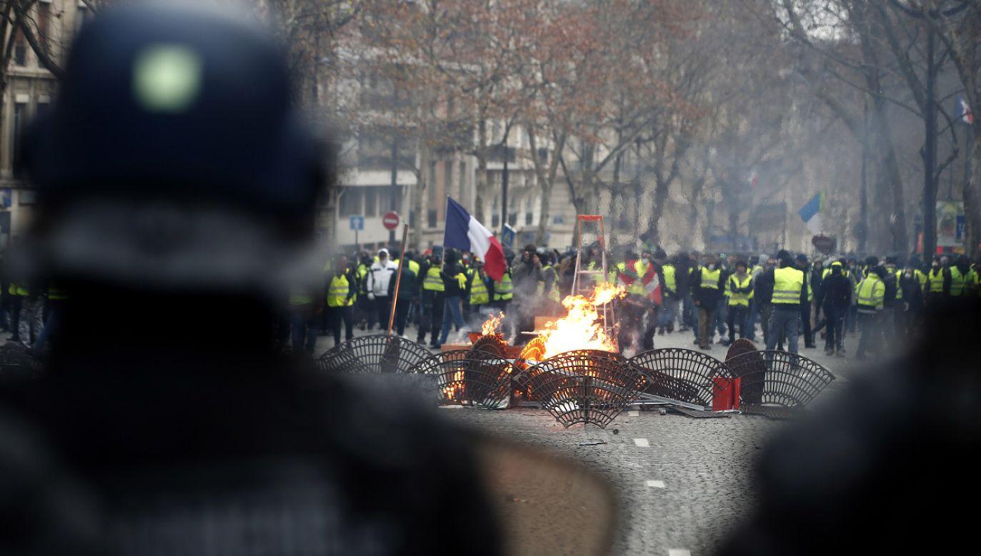 Zamieszki na ulicach Paryża (fot. PAP/EPA/IAN LANGSDON)
