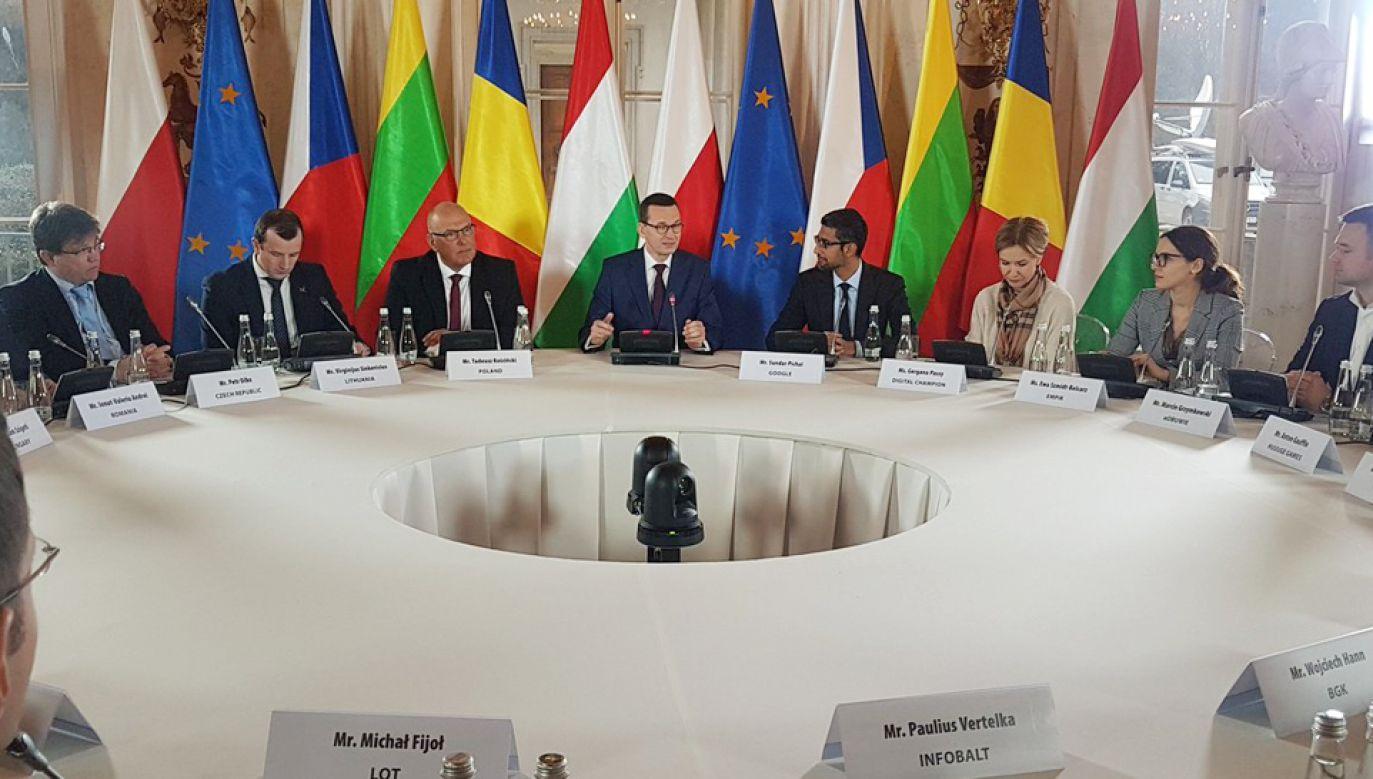 Premier Morawiecki i szef Google gośćmi Okrągłego Stołu Innowacji (fot. TT/KPRP)