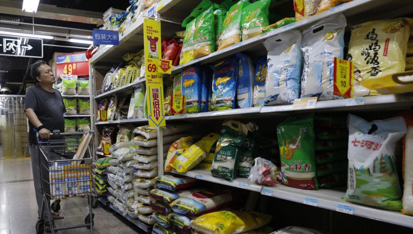 USA ogłosiły 17 września, że narzucają nowe cła o wartości 200 mld USD na prawie 6000 chińskich towarów, w tym torebki, ryż i tekstylia (fot. PAP/EPA/WU HONG)