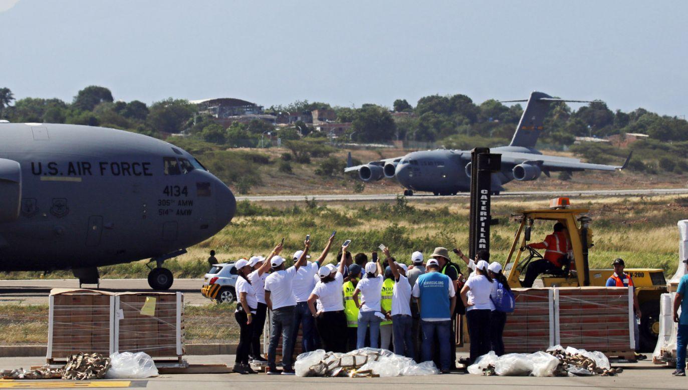 Nie jest jasne, czy zgromadzone na granicy zapasy dotrą do potrzebujących Wenezuelczyków (fot. PAP/EPA/Schneyder Mendoza)