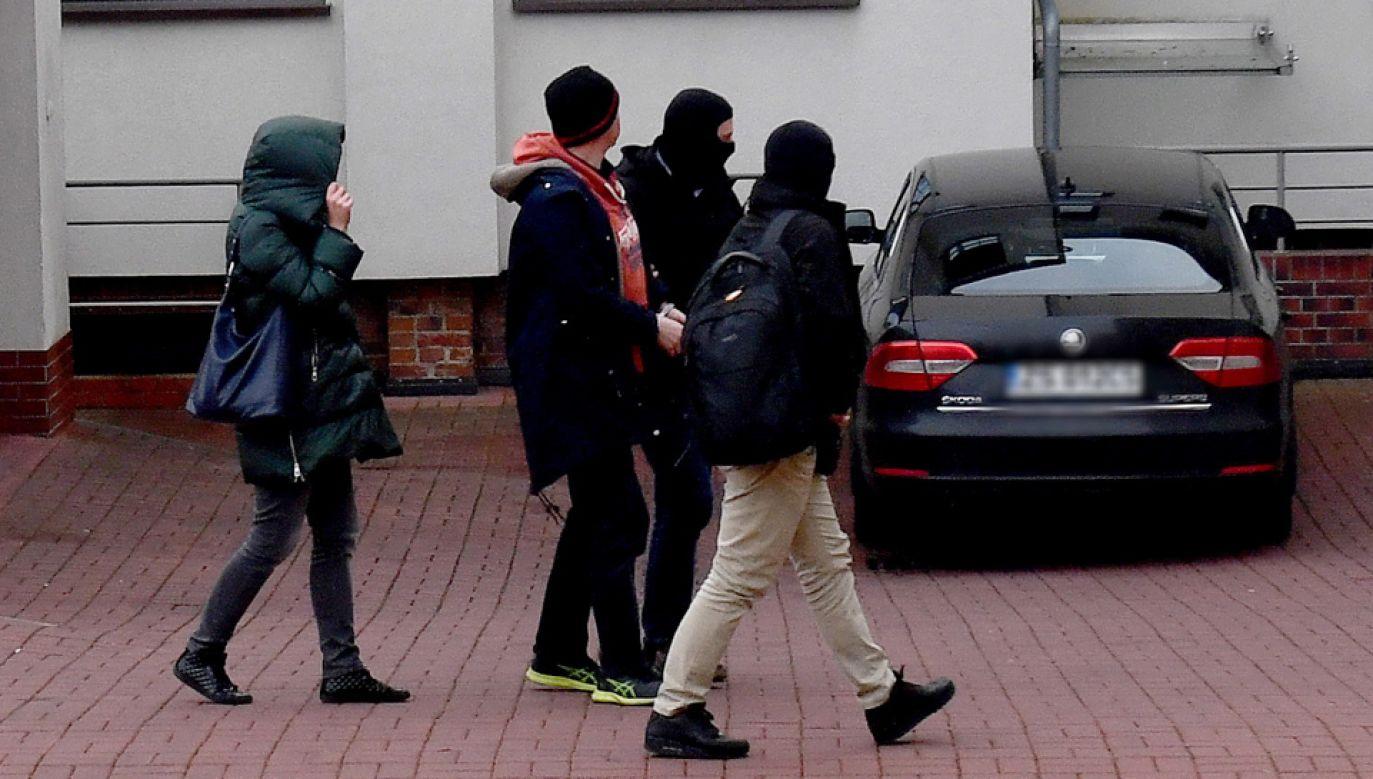 Agenci CBA ze Szczecina na polecenie szczecińskiej prokuratury zatrzymali 7 osób – byłych wysokich urzędników KNF i byłego przewodniczącego KNF (fot. PAP/Marcin Bielecki)