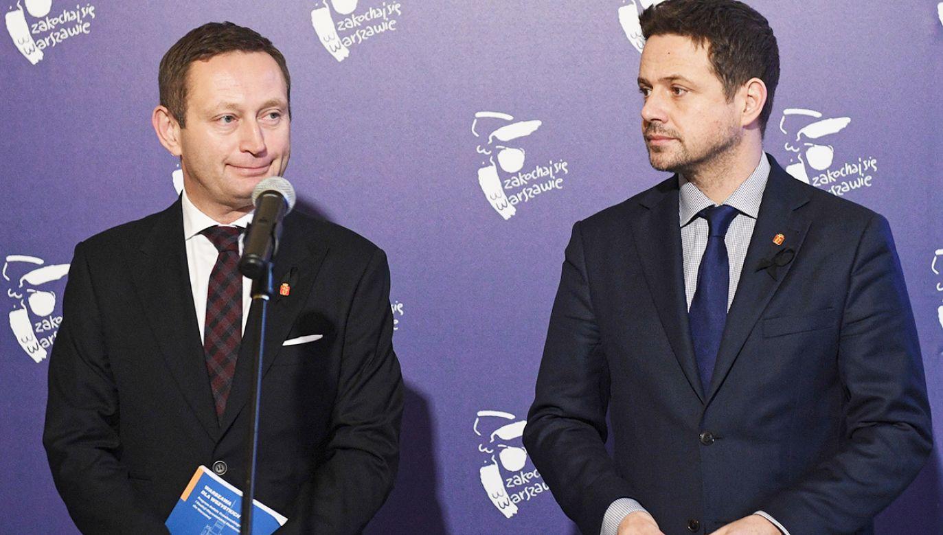 Prezydent m.st. Warszawy Rafał Trzaskowski (P) wiceprezydent Paweł Rabiej (L)  (fot. PAP/Radek Pietruszka)