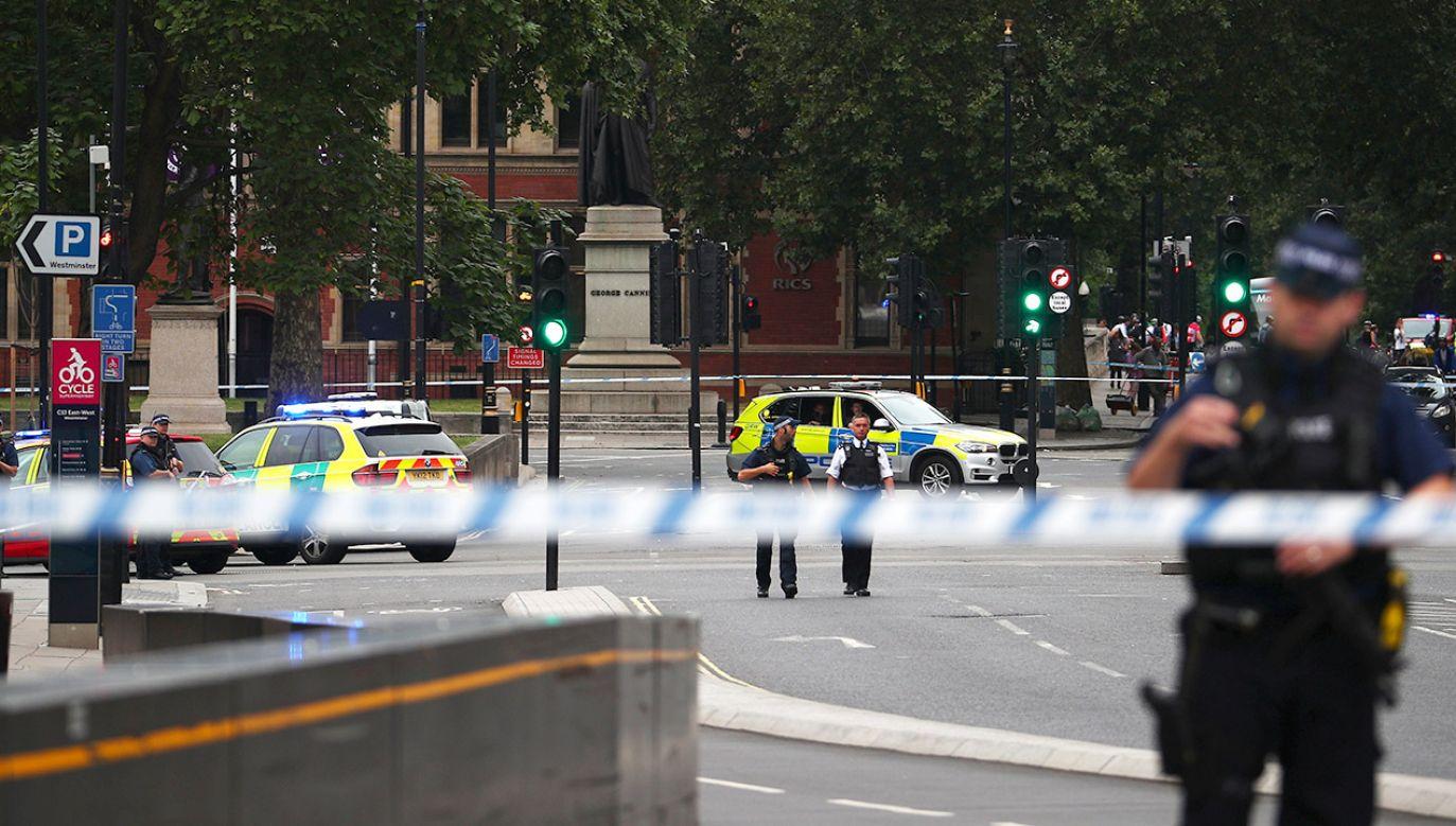 Policja odcięła dostęp do miejsca wypadku (fot. REUTERS/Hannah Mckay)