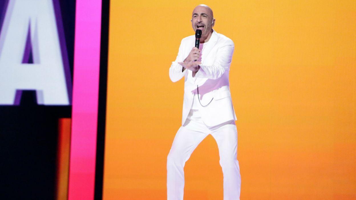 54-letni turecki piosenkarz to eurowizyjny weteran, bo już drugi raz reprezentuje San Marino. Po trzech latach wrócił i to się opłaciło, bo tym razem wszedł do finału i ostatecznie zajął 20. miejsce (fot. Andres Putting/EBU)