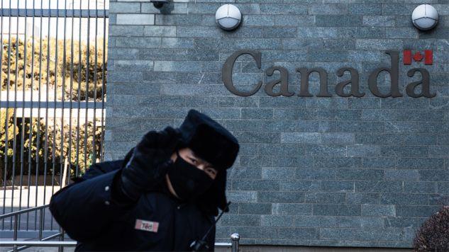 Rośnie napięcie na linii Pekin - Ottawa (fot. PAP/EPA/ROMAN PILIPEY)