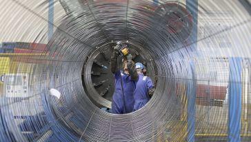Rzecznik spółki zapewnił, że budowa gazociągu przebiega terminowo (fot. REUTERS/Tobias Schwarz)