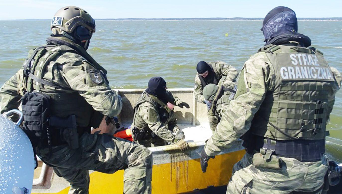 Funkcjonariusze podjęli interwencję na Zalewie Wiślanym  (fot. Straż Graniczna)