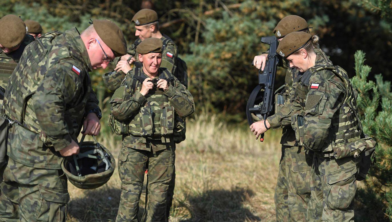 Żołnierze 9. Łódzkiej Brygady Obrony Terytorialnej podczas ćwiczeń  (fot. arch.PAP/Grzegorz Michałowski)